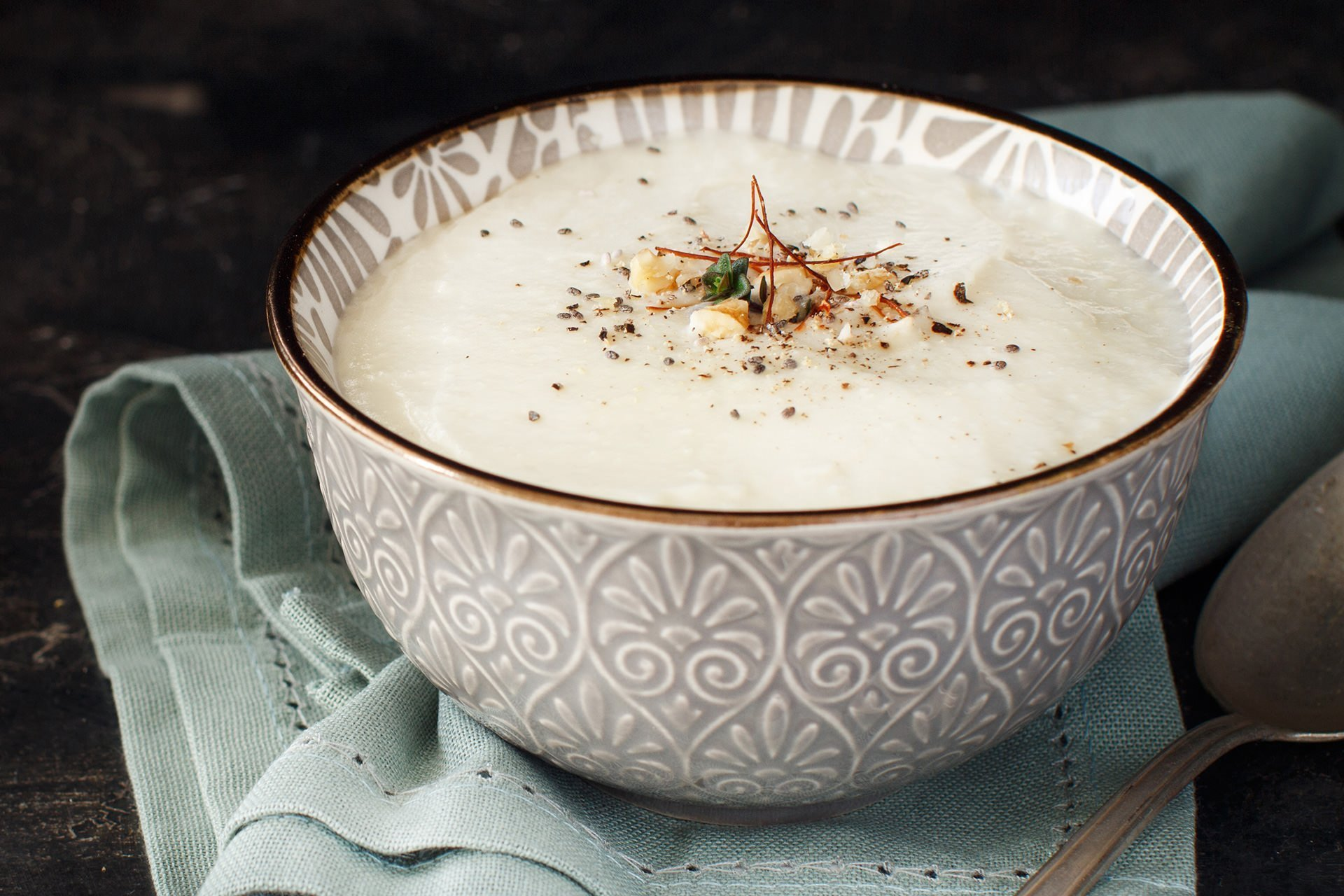 Kremalı sosisli karnıbahar çorbası